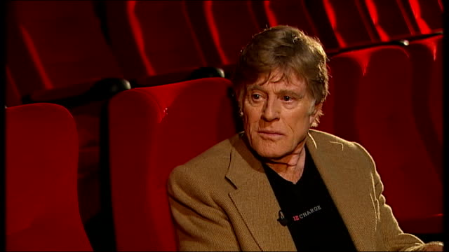 'sundance london' festival press conference: robert redford interview; redford interview with reporter in shot sot - ロバート・レッドフォード点の映像素材/bロール