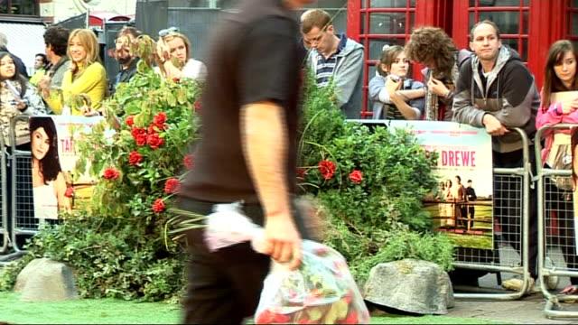 vídeos de stock, filmes e b-roll de 'tamara drewe' london premiere celebrity interviews england london leicester square ext 'tamara drewe' film poster on railings / people standing... - short curto