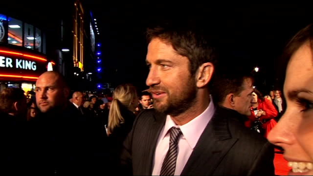 'the bounty hunter' premiere; gerard butler interview sot - loves london, the architecture, coming back and seeing more fans each time, jokes about a... - バンド アメリカ点の映像素材/bロール