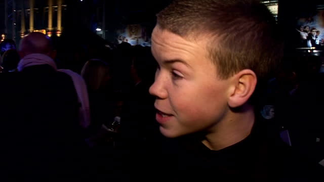 """stockvideo's en b-roll-footage met """"the chronicles of narnia: the voyage of the dawn treader"""" has royal premiere in london: arrivals; will poulter interview sot - talks of being the... - spelkandidaat"""