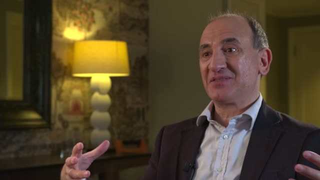 vídeos y material grabado en eventos de stock de 'the death of stalin' armando iannucci interview armando iannucci interview sot - armando iannucci