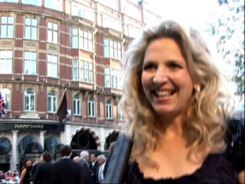 world premiere in london; amanda foreman speaking to press on red carpet / dominic cooper signing autographs / amanda foreman interview sot - how the... - signierstunde stock-videos und b-roll-filmmaterial