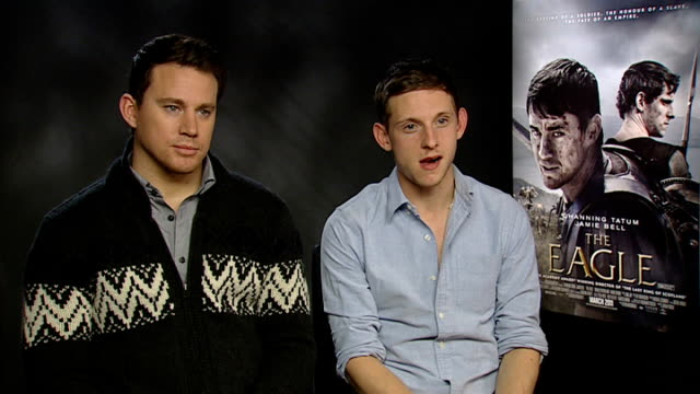 vídeos de stock, filmes e b-roll de 'the eagle' junket interviews with channing tatum and jamie bell england london int channing tatum and jamie bell interviewed sot on putting the... - physical injury