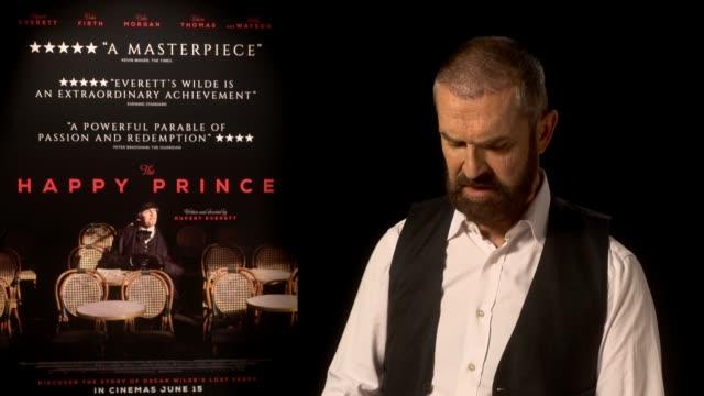 stockvideo's en b-roll-footage met 'the happy prince' rupert everett junket interview england london int rupert everett interview re his film 'the happy prince' sot - rupert everett