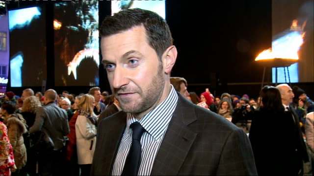 vídeos y material grabado en eventos de stock de the hobbit the battle of the five armies uk film premiere evangeline lilly general views richard armitage interview sot martin freeman general views... - martin freeman