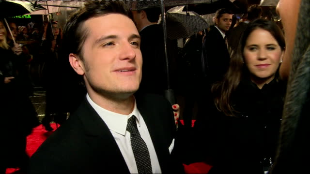 stockvideo's en b-roll-footage met 'the hunger games catching fire' premiere red carpet arrivals josh hutcherson interview sot / mcbusted speaking to press / elizabeth banks speaking... - première