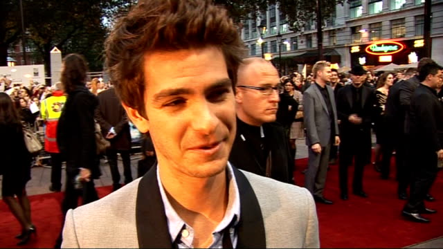 stockvideo's en b-roll-footage met 'the imaginarium of doctor parnassus' premiere red carpet arrivals andrew garfield interview on red carpet sot great to be in the film *includes... - terry gilliam