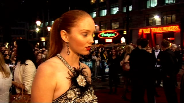 vídeos y material grabado en eventos de stock de 'the imaginarium of doctor parnassus' premiere: red carpet arrivals; lily cole speaking to press sot / lily cole interview sot - on working with... - terry gilliam