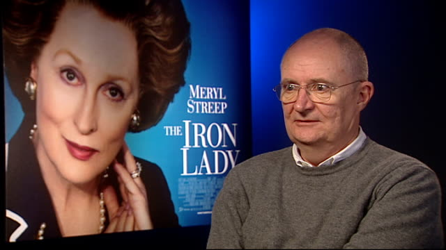 'the iron lady' junket interviews phyllida lloyd and jim broadbent jim broadbent interview sot on the film not being a biopic per se on dennis being... - 伝記映画点の映像素材/bロール