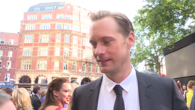 the legend of tarzan film premiere red carpet interviews **music heard intermittently sot** alexander skarsgard chatting to press alexander skarsgard... - autogramm stock-videos und b-roll-filmmaterial