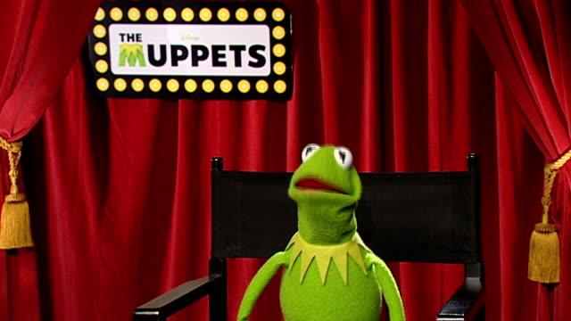 'the muppets' kermit the frog miss piggy and james bobin interviews england london int kermit the frog interview sot on how it feels to be back / the... - マナー点の映像素材/bロール