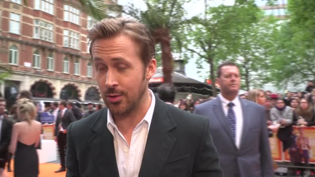 'the nice guys' premiere arrivals and interviews more of gosling being interviewed on red carpet sot / ryan gosling interview sot on his bromance... - russell crowe stock videos & royalty-free footage
