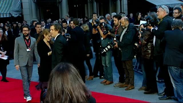vídeos de stock, filmes e b-roll de the rolling stones 'crossfire hurricane' premiere: red carpet arrivals; england: london: ext / night film director, brett morgen, arrival on red... - filme documentário
