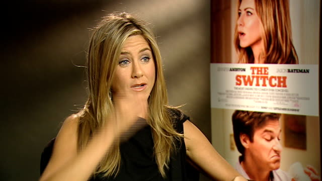 'the switch' interview with jennifer aniston england london int jennifer aniston interview sot on how great it was working opposite jason bateman /... - adam sandler stock videos & royalty-free footage