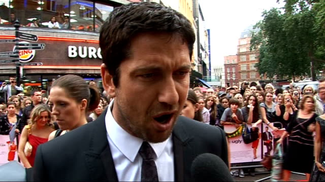 'The Ugly Truth' premiere Various of Gerard Butler signing autographs Gerard Butler interview SOT Had a lot of fun making the film / Loves the fan...