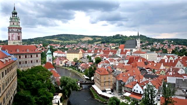 Neigung zu Filmen: Aerial Cesky Krumlov Altstadt in der Abenddämmerung Tschechien