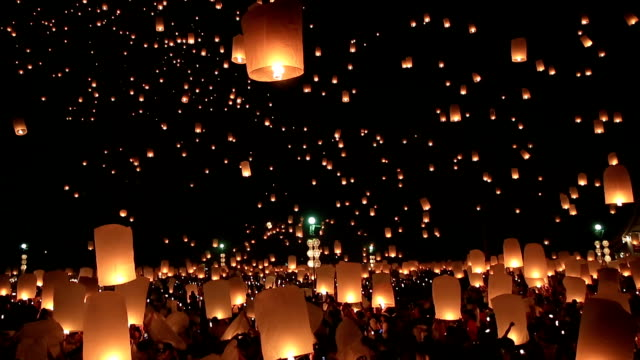 hd film tilt: flying lantern yeepeng loi kra tong festival in thailand - winning stock videos and b-roll footage