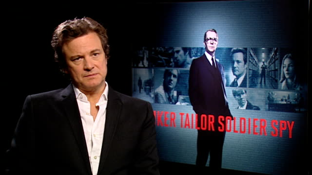vídeos de stock, filmes e b-roll de 'tinker tailor soldier spy' interviews with colin firth / tom hardy / tomas alfredson and peter straughan england london int colin firth interview... - colin firth