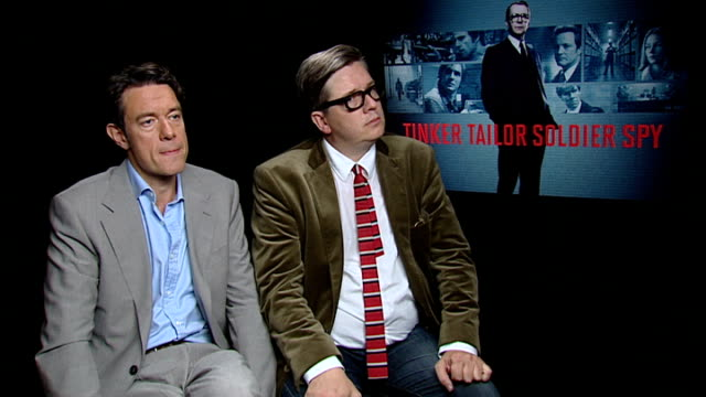 vídeos de stock, filmes e b-roll de 'tinker tailor soldier spy' interviews with colin firth / tom hardy / tomas alfredson and peter straughan tomas alfredson and peter straughan... - colin firth