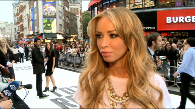 london premiere; kate beckinsale interview sot/ kate beckinsale talking to press on red carpet/ lauren pope red carpet interview sot/ wretch 32 red... - autographing stock videos & royalty-free footage