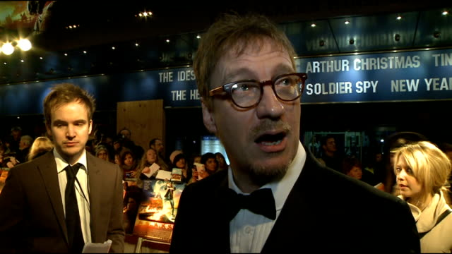 'war horse' premiere: red carpet arrivals; david thewlis interview sot - on the film being really good fun to make / working with spielberg / harry... - simply red点の映像素材/bロール