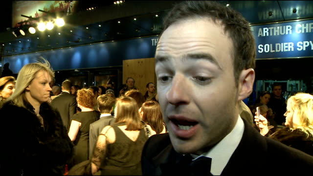 vídeos y material grabado en eventos de stock de 'war horse' premiere red carpet arrivals patrick kennedy interview sot on having seen the film twice and it's beautifully made / how fun the film was... - michael morpurgo