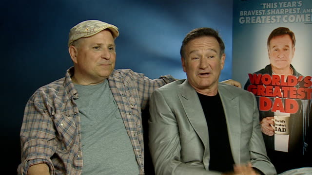 'world's greatest dad' robin williams interview england london int robin williams and bobcat goldthwait joint interview disussing their new film the... - robin williams actor stock videos & royalty-free footage