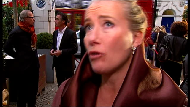 brideshead revisited premiere; england: west london: chelsea: ext emma thompson interview at premiere of film sot - talks of her dress, of how... - エマ・トンプソン点の映像素材/bロール