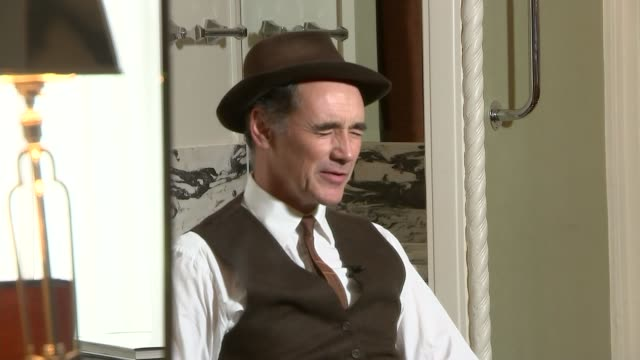 bridge of spies mark rylance interview rylance seen reflected in mirror rylance seen in mirror as asked about a possible oscar nomination rylance and... - mark rylance stock-videos und b-roll-filmmaterial