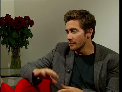 brokeback mountain jake gyllenhaal itn england london jake gyllenhaal interview sot talks of the film brokeback mountain - jake gyllenhaal stock videos & royalty-free footage