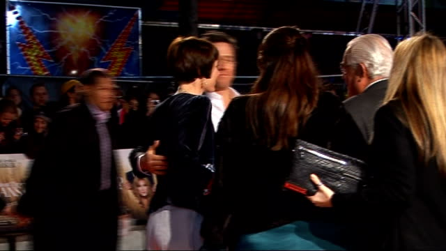 'did you hear about the morgans?' film premiere in london; bvs of hugh grant signing autographs side view of sarah jessica parker hugh grant... - マシュー ブロデリック点の映像素材/bロール