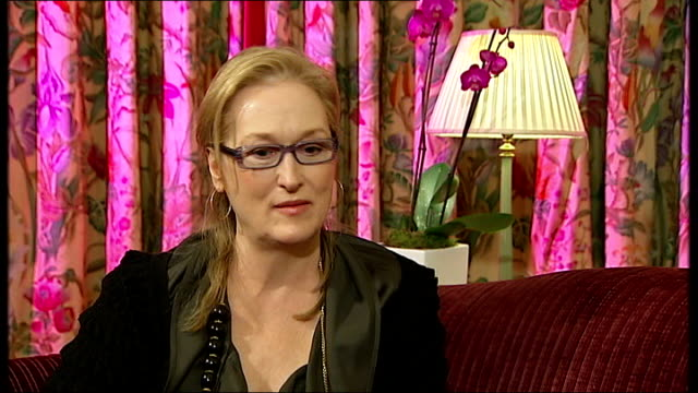 doubt / interview with meryl streep; england: london: int meryl streep interview continued sot - easiest thing is to sit at home on the couch and go... - メリル・ストリープ点の映像素材/bロール
