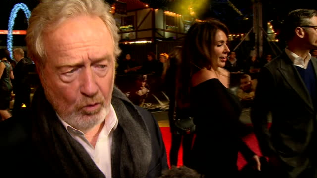 exodus: gods and kings - red carpet arrivals; sir ridley scott interview sot / gvs red carpet / andy serkis / gvs red carpet - リドリー・スコット点の映像素材/bロール