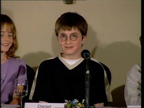harry potter film: actors press conference; daniel radcliffe press conference sot - favourite subject is science - harry potter titolo d'opera famosa video stock e b–roll