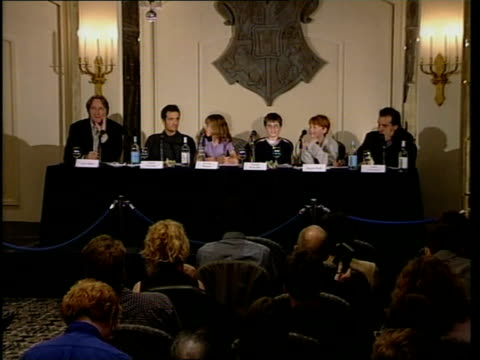 harry potter film: actors press conference; press conference harry potter crest tilt down radcliffe - actor stock videos & royalty-free footage