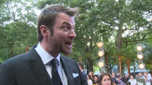 'once upon a time in hollywood' premiere: interviews; england: london: leicester square: ext costa ronin interview sot / damian lewis on red carpet /... - 俳優 ダミアン・ルイス点の映像素材/bロール