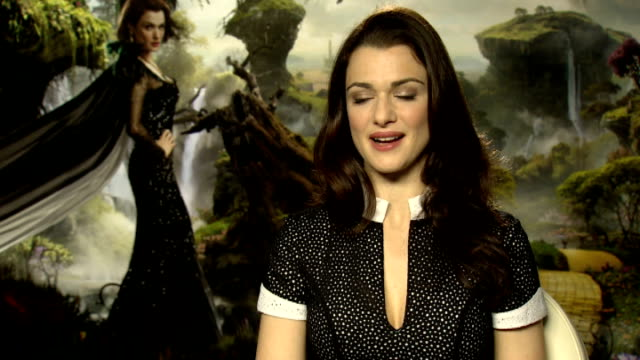 oz the great and powerful premiere england london int reporter rachel weisz interview sot - rachel weisz stock videos & royalty-free footage