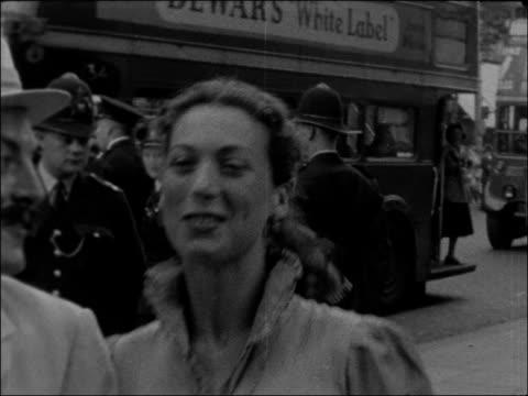 premiere of 'around the world in 80 days' england london charing cross road astoria cinema astoria cinema cu balloon emblem ms guests arriving in... - 1957 bildbanksvideor och videomaterial från bakom kulisserna