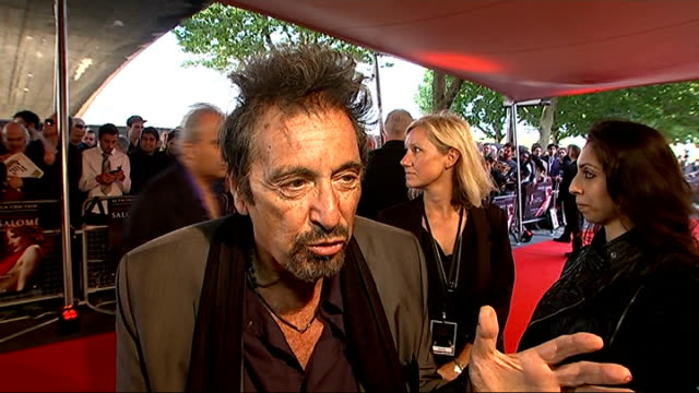 stockvideo's en b-roll-footage met 'salome' premiere / interview al pacino al pacino interview sot i love it / usually come here when quieter and people don't know i'm around / it's... - al pacino
