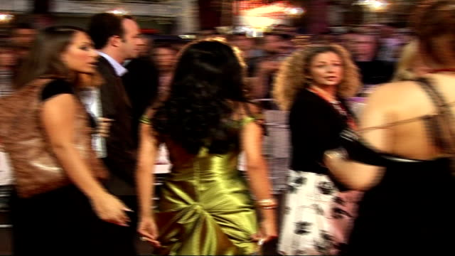 """vidéos et rushes de """"the devil wears prada"""" charity screening: arrivals; people arriving for screening / nancy dell'olio arriving and signing autographs - autographe"""