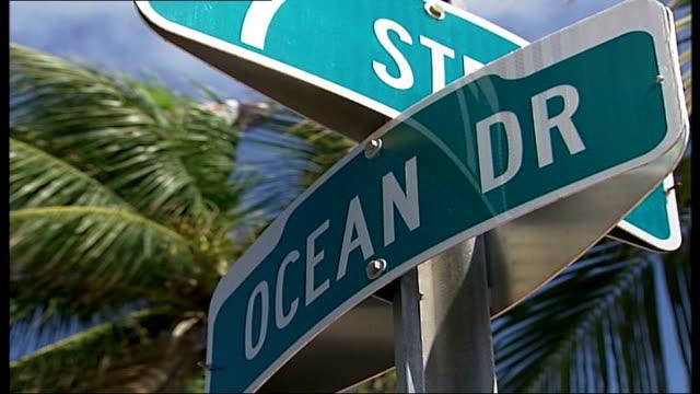 'the long good friday' to be remade with new miami setting; r02020708 usa: florida: miami: general views along ocean drive and south beach - オーシャンドライブ点の映像素材/bロール