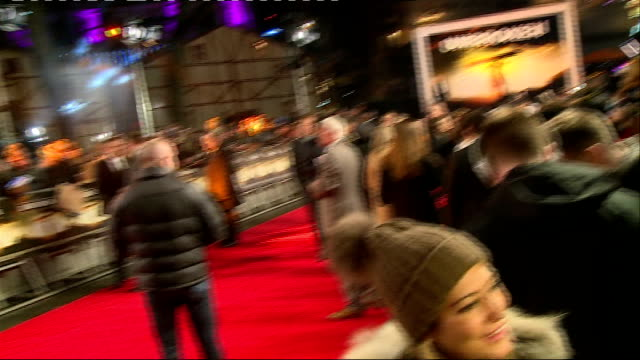 stockvideo's en b-roll-footage met 'unbroken' premiere red carpet arrivals and interviews jolie on red carpet chatting to press and signing autographs for fans / jolie on stage at... - signeren