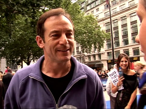 stockvideo's en b-roll-footage met walle premiere in leicester square arrivals and interviews jason isaacs meeting fans jason isaacs interview sot excited about seeing walle / talks of... - harry potter naam kunstwerk