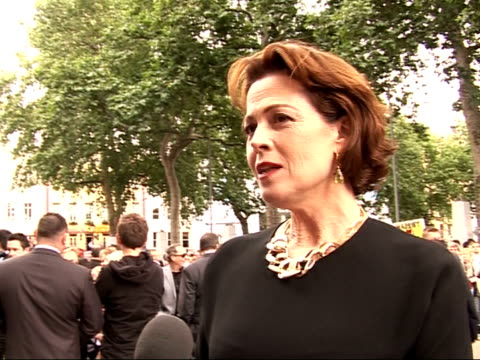 stockvideo's en b-roll-footage met wall-e premiere in leicester square: arrivals and interviews; sigourney weaver continues sot - sigourney weaver