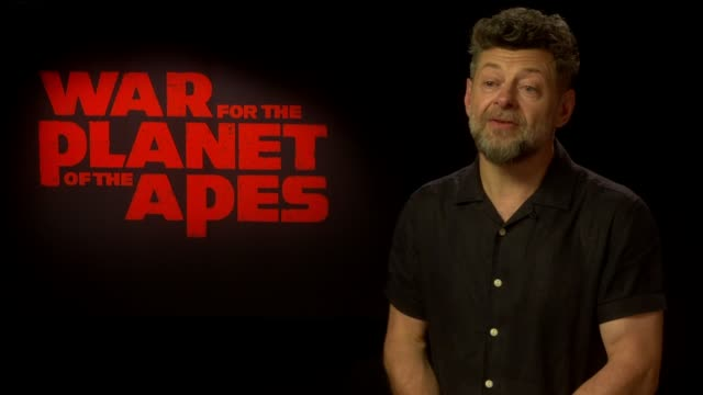 'war for the planet of the apes' junket interviews england int andy serkis interview sot on how being an ape is second nature revisiting the... - anweisungen geben stock-videos und b-roll-filmmaterial