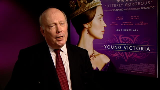 'young victoria': intvw emily blunt, rupert friend, julian fellowes; - princess beatrice on her cameo - she was very nice, very patient - on how big... - julian fellowes stock videos & royalty-free footage