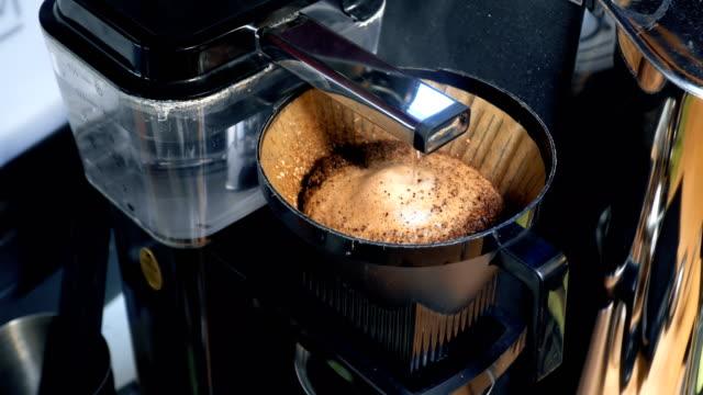 filter coffee appliance - bricco per il caffè video stock e b–roll