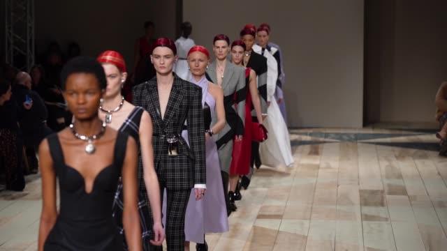 finale at paris fashion week womenswear fall/winter 2020/2021 - alexander mcqueen fall/winter 2020/2021 on march 02, 2020 in paris, france. - runway stock videos & royalty-free footage