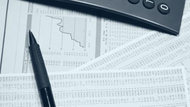 stockvideo's en b-roll-footage met financial clip - financiële pagina