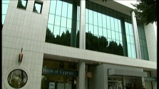 bailout deal agreed cyprus nicosia ext exterior of 'bank of cyprus' building tilt - キプロス ニコシア点の映像素材/bロール